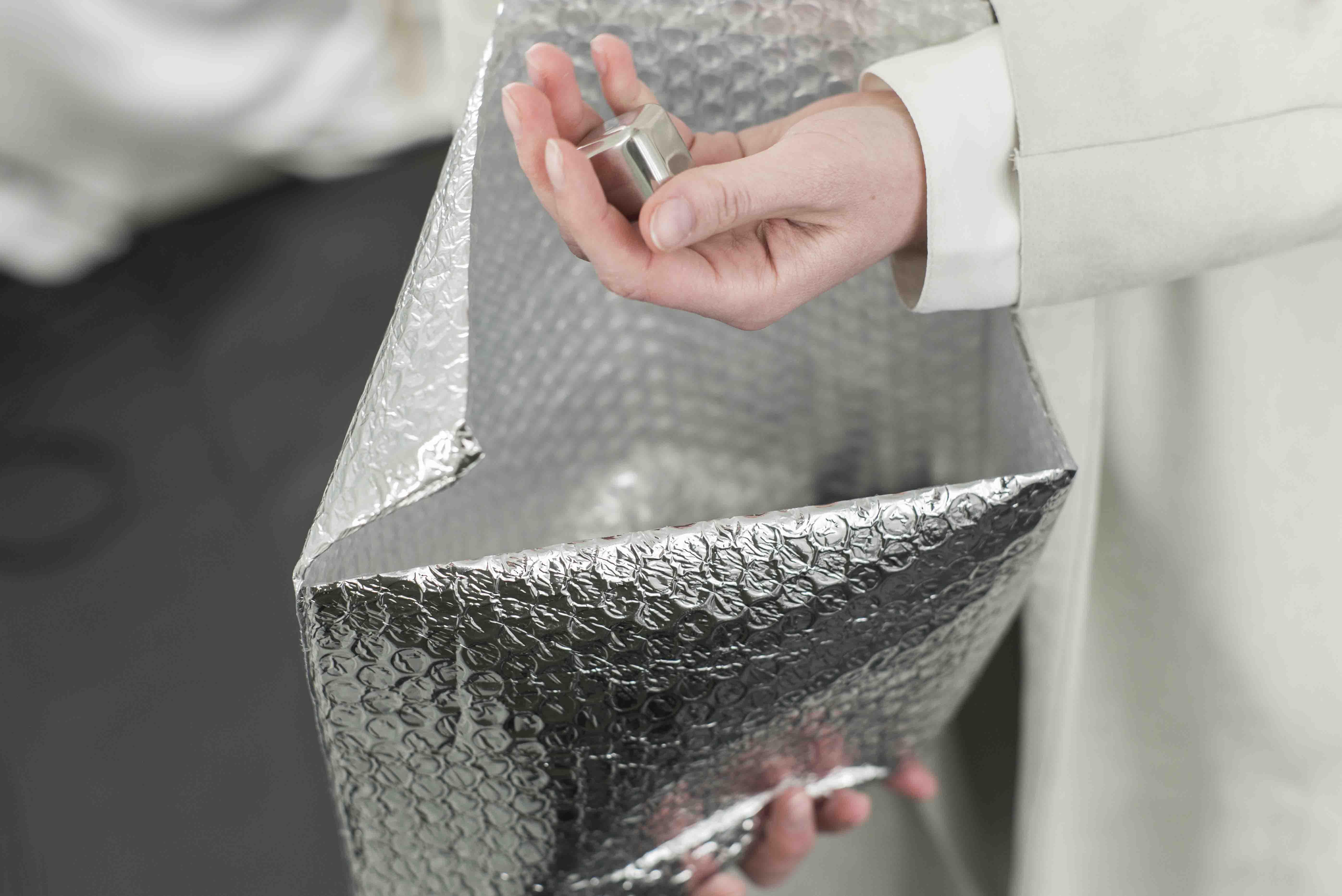 stand-posture-position-aluminiumwuerfel-als-geschenk